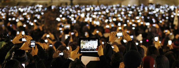 pope-francis-announcement-phones