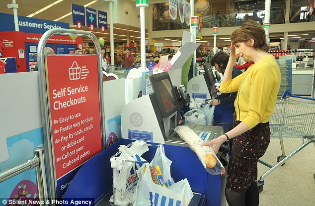 28CB5FA800000578-3085713-Britain_now_has_42_000_self_service_tills_yet_tests_proved_that_-a-2_1431909363482.jpg